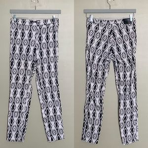✨2/$25✨ H&M black and white patterned zip up pants